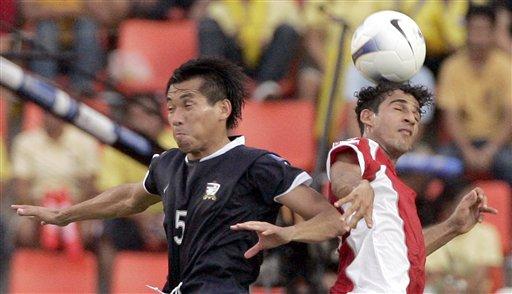 图文:[亚洲杯]泰国2-0阿曼 二龙戏珠
