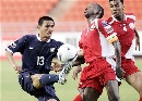 图文:[亚洲杯]泰国2-0阿曼 赛纳芒强行起脚