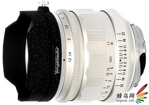 是限量版 福伦达银色35mm F1.2镜头面世