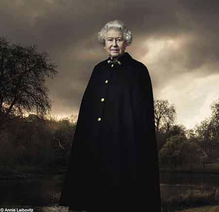 安妮·雷波维特兹曾经为女王拍摄的照片。(《每日邮报》图片)