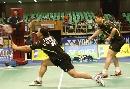 图文:羽球大师赛第二轮 张军网前扑杀