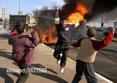 这是纳米尔·努尔―埃尔丁于2004年12月26日在伊拉克北部城市摩苏尔拍摄的照片。 新华社/路透