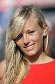 图文:[F1]英国大奖赛美女 长发飘飘
