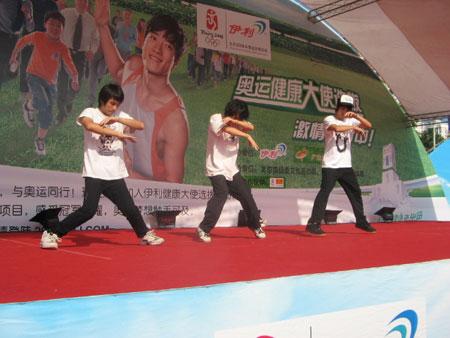 伊利奥运健康中国行东莞现场 街舞表演