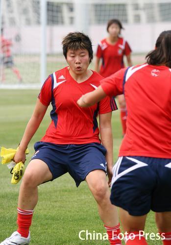 图文:[女足]马晓旭参加全队合练 稳如泰山