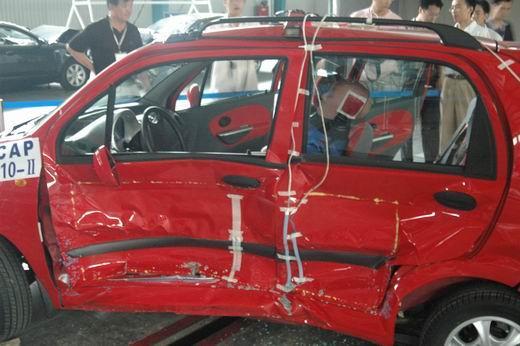 雪佛兰乐驰碰撞试验全部完成高清图片