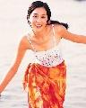 图:豪门阔太徐子淇青涩写真-海边嬉戏