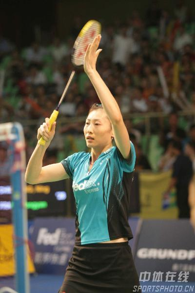 图文:羽球大师赛半决赛 张宁赛后庆祝