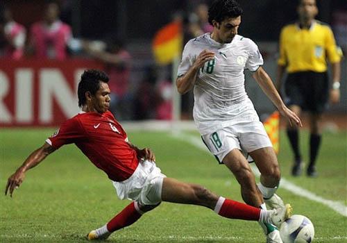 图文:[亚洲杯]印尼2-1沙特 萨拉佩西飞铲