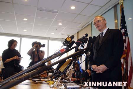 6月18日,美国助理国务卿、朝核问题六方会谈美国代表团团长希尔对当前朝核问题六方会谈的进程表示乐观,他说,朝鲜将在几周之内关闭宁边核设施。这是希尔在北京回答记者提问。新华社记者王建华摄