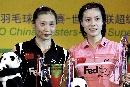 图文:中国羽球大师赛谢杏芳夺冠 与张宁合影