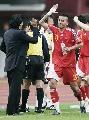 图文:[亚洲杯]中国2-2伊朗 将帅击掌相庆