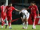 图文:[亚洲杯]韩国1-2巴林 巴林队员安慰败军