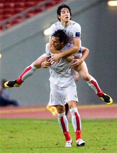 图文:[亚洲杯]中国2-2伊朗 赞迪扳平比分