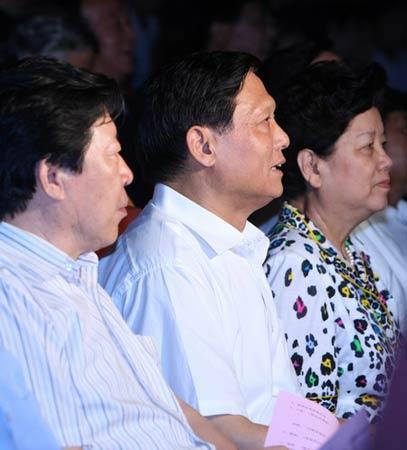 图文:第五届奥林匹克文化节落幕 文艺演出中