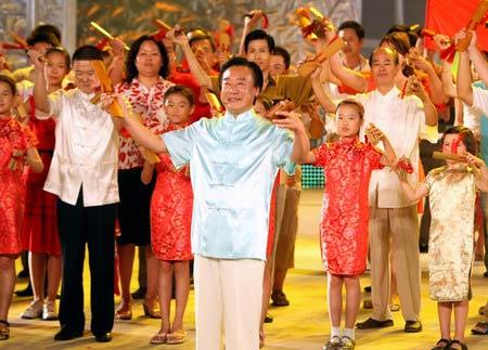 图文:第五届奥林匹克文化节落幕 群众大联欢
