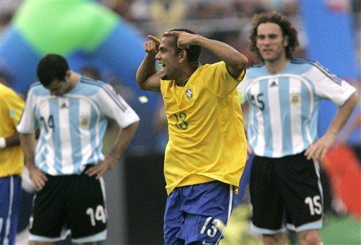 图文:[美洲杯]阿根廷0-3巴西 他是一头公牛