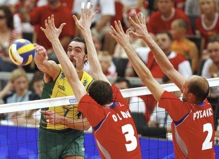 图文:世界男排联赛总决赛 俄罗斯拦防巴西进攻