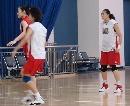 图文:[女篮]女篮北京训练 全队进行战术演练