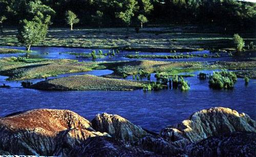 额尔齐斯河畔的五彩滩