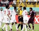图文:[亚洲杯]卡塔尔VS阿联酋 裁判处以极刑