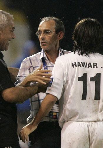 图文:[亚洲杯]伊拉克0-0阿曼 卡尔德隆鼓励队员