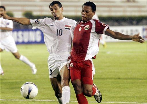 图文:[亚洲杯]伊拉克0-0阿曼 尤尼斯寸土不让