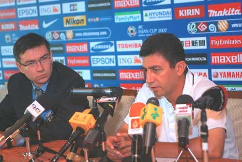 图文:[亚洲杯]伊朗赛前发布会 加里诺信心满怀