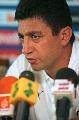 图文:[亚洲杯]伊朗赛前发布会 加里诺回答提问