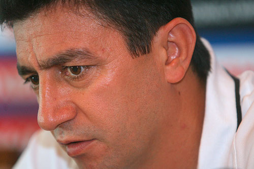 图文:[亚洲杯]伊朗赛前发布会 加里诺陷入沉思