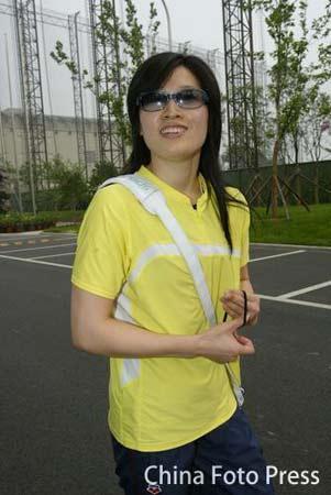 图文:罗雪娟现身训练局游泳馆 面露神秘微笑
