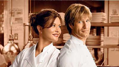 泽塔-琼斯和埃伦-埃克哈特在《美味关系》中上演了一段美食情缘