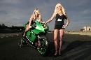 图文:[MotoGP]德国站美女 挑逗的眼神