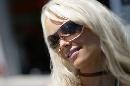 图文:[MotoGP]德国站美女 放大镜头观察她