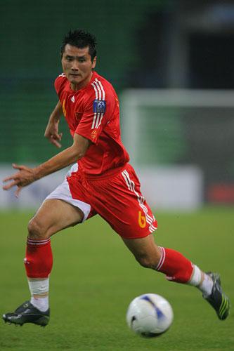 图文:中国0-3乌兹海外球员图 佳一带球疾进