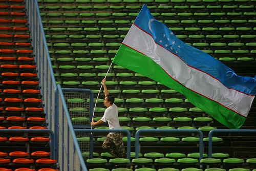 图文:[亚洲杯]中国0-3乌兹 乌队球迷庆祝