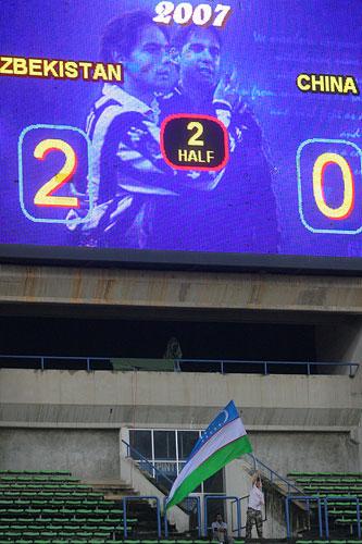 图文:[亚洲杯]中国0-3乌兹 对手第二球
