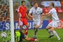 图文:[亚洲杯]中国0-3乌兹 杨君目送皮球入网
