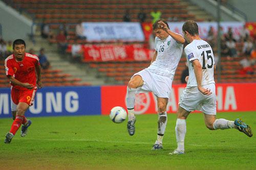 图文:[亚洲杯]中国0-3乌兹 沙茨基赫破门瞬间