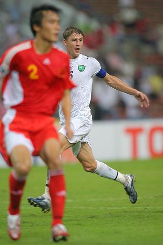 图文:[亚洲杯]中国0-3乌兹 沙茨基赫跑位如幽灵