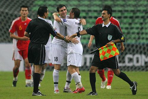 图文:[亚洲杯]中国0-3乌兹 终场哨音响起