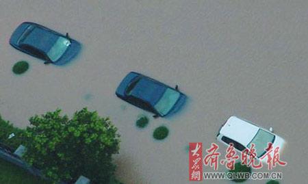 山东济南遭受特大暴雨袭击。