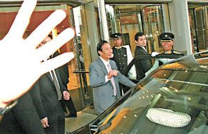 李兆基听到记者祝贺,他表示很开心