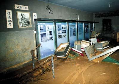 被洪水冲垮的渣滓洞内景