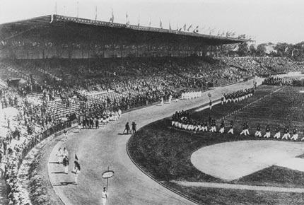 1924年7月5日巴黎奥运会开幕式上,各代表团进场