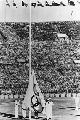 组图:1964年东京奥运会 开幕式上升奥运会旗