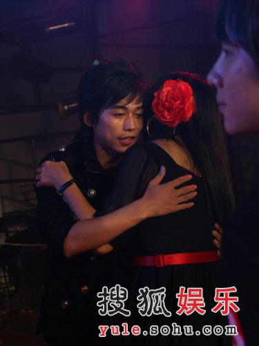图:优质偶像苏醒 苏醒与杨二的首次拥抱