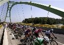 图文:2007环法第11赛段赛况 穿越美丽吊桥