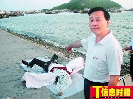 熊孙铭的遗体被发现时,身上的衣物和入水救人时一样。
