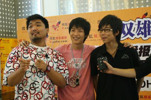 图:三个好兄弟合影